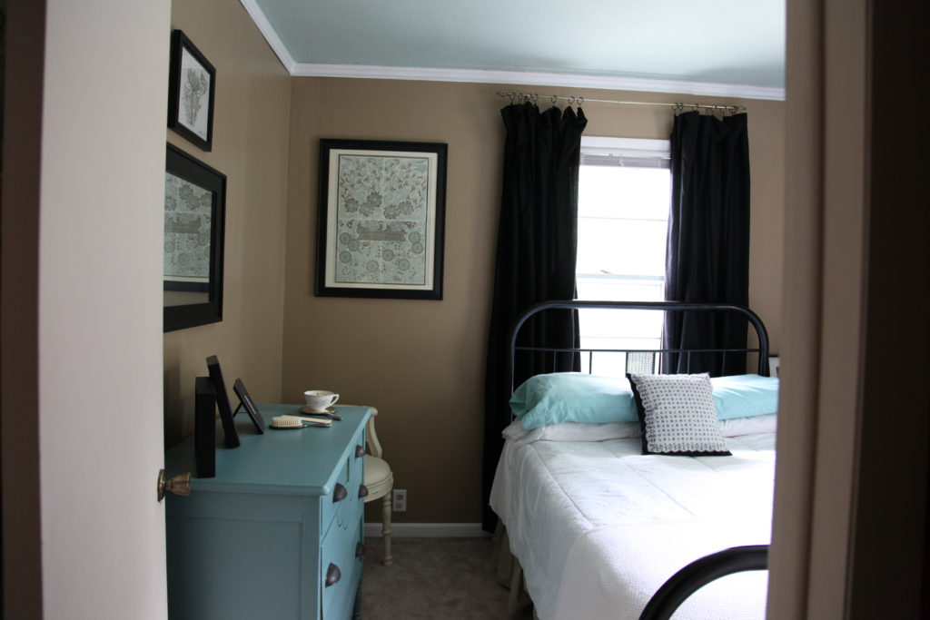 Small vintage guest room in tan and teal blue with