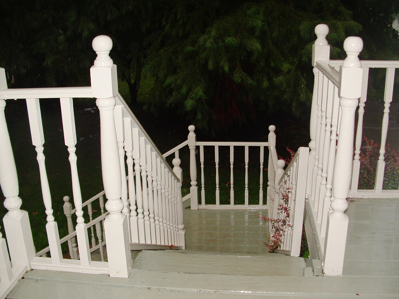 Stairs leading to outside entrance of sun room